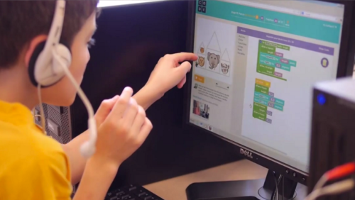 Child coding with Scratch